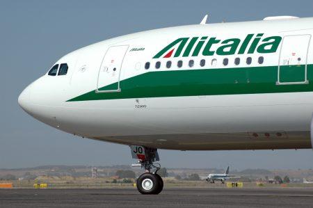 Alitalia, via al commissariamento: ecco cosa succederà alla compagnia aerea